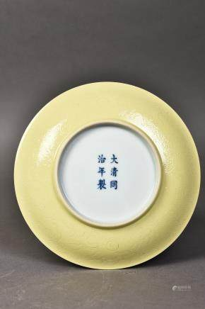 A YELLOW-GLAZED DISH WITH 'TONGZHI' MARK, QING DYNASTY