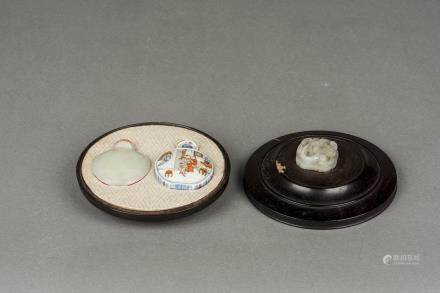 A WHITE JADE AND  A FAMILLE ROSE PORCELAIN SNUFF BOTTLES, QING DYNASTY