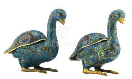 A pair of Chinese gilt bronze cloisonné enamel bird shaped incense burners, one marked, about 1900, H 21,3 - W 12 - D 22,5 cm