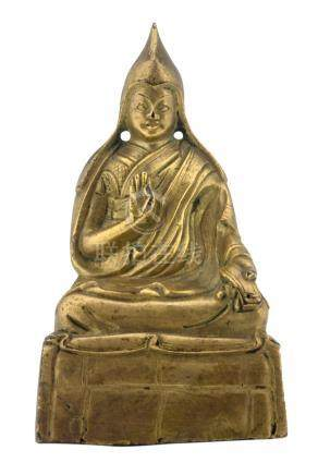 A Sino-Tibetan gilt bronze seated lama, H 10,5 cm