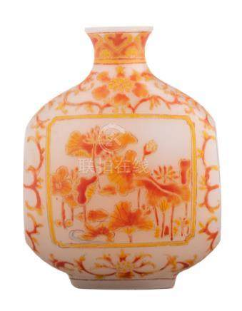 A Chinese enamelled opal snuff bottle, floral decorated, signed, 19th/20thC, H 7 cm