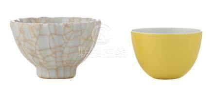 A Chinese yellow glazed cup, with a Yongzheng mark; added a Chinese lobed crackleware cup, marked, H 4,3 - 5,3 cm