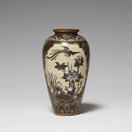 A cloisonné enamel vase. Late 19th century