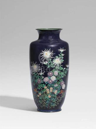 A large cloisonné enamel vase. Late 19th century