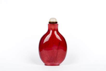 A RUBY-RED CRYSTAL SNUFF BOTTLE
