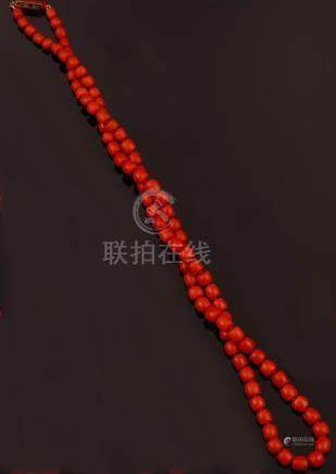 Graduated coral beads necklace with gold and enamel