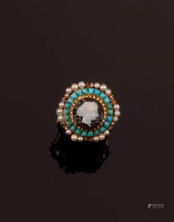 Ring with a chalcedony cameo and turquoise, pearl and