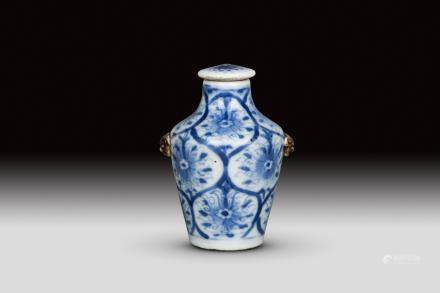 A BLUE AND WHITE  SNUFF BOTTLE, QING DYNASTY, YONGZHENG PERIOD