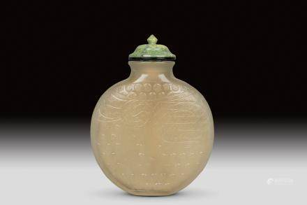 A CARVED AMBER SNUFF BOTTLE, QING DYNASTY