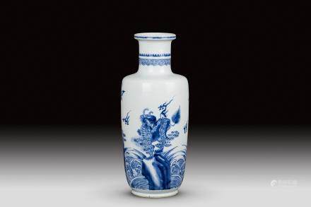 A BLUE AND WHITE ROULEAU VASE, QING DYNASTY, KANGXI PERIOD