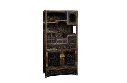 A GILT-LACQUERED ZITAN DISPLAY CABINET (Y)
