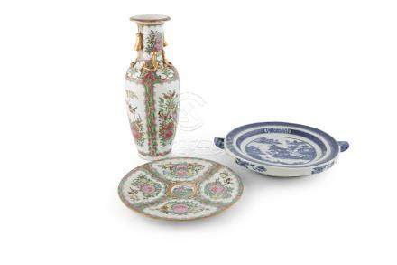 A CHINESE BLUE AND WHITE HOT WATER PLATE, Qianlang period, of circular form, with twin lug sides,