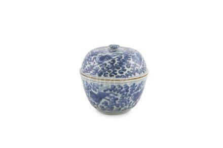 A CHINESE MING DYNASTY BLUE AND WHITE BOWL AND COVER, Wanli (1572-1620), the domed cover with
