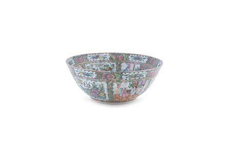 A LARGE CHINESE CANTON PORCELAIN BOWL, 20th century, deeply potted of round from, the interior