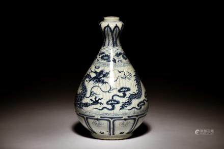 BLUE AND WHITE 'DRAGON' BOTTLE VASE