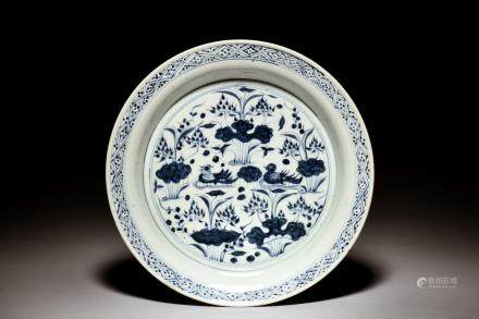 BLUE AND WHITE 'POND SCENERY' DISH