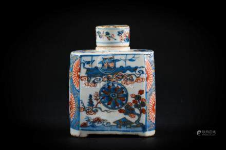 Chinese Art An Imari porcelain flask and cover China, Qing d