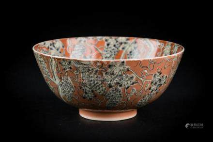 Chinese Art A porcelain bowl decorated with grapes en grisai