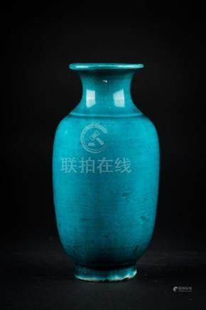 Chinese Art A small turquoise glazed porcelain vase China, Q