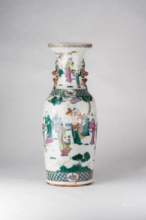 Chinese Art A large famille rose porcelain baluster vase pai