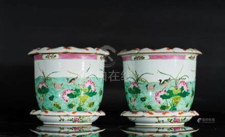 Chinese Art A pair of famille rose porcelain jardineers and