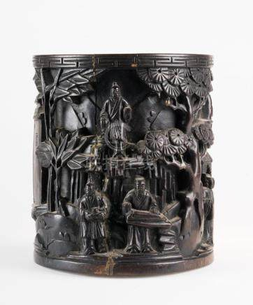 Chinese Art A wooden cilindrical brushpot (Bitong) carved wi