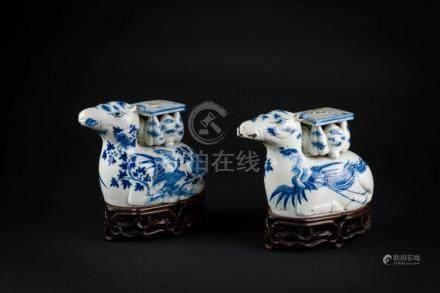 Chinese Art A pair of blue and white porcelain censer holder