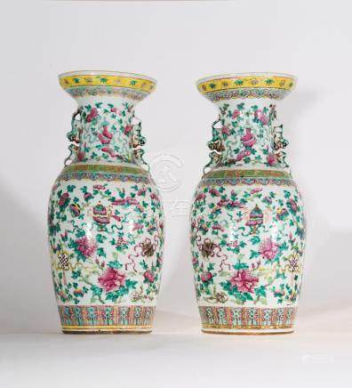 Chinese Art A pair of porcelain vases decoracted with the Bu