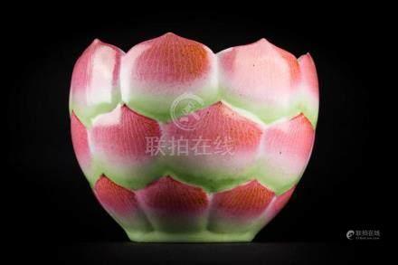 Chinese Art A famille rose flower shaped porcelain bowl bear