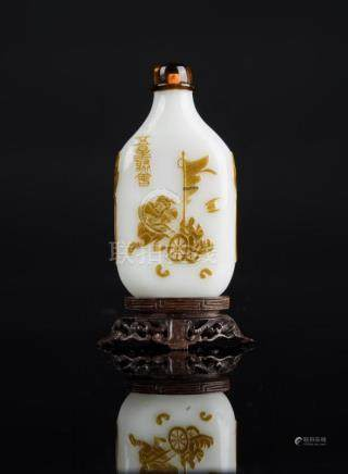 Chinese Art A white Beijing glass snuff bottle decorated wit
