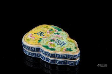 Chinese Art A hulu fruit shaped enamelled porcelain box and