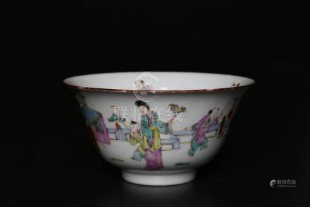Chinese Art A porcelain cup with famille rose decoration of