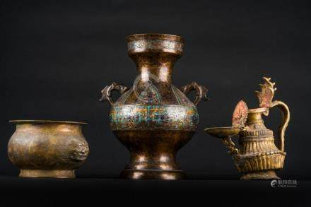 Chinese Art Lot composed of three bronzes of various periods