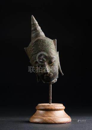 South-Est Asian Art A small bronze head Thailandia, Ayutthay