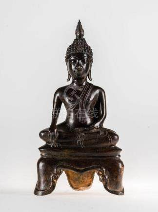 South-Est Asian Art A bronze figure of seated Buddha Laos, 1