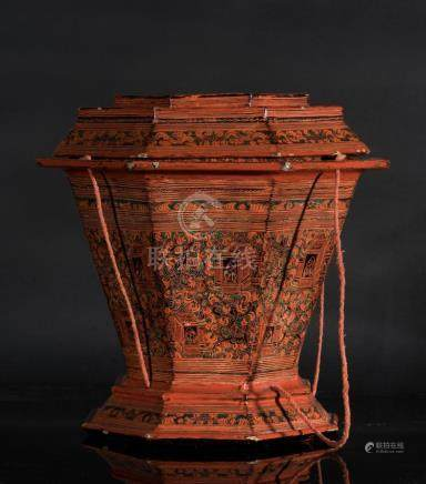 South-Est Asian Art A lacquer octagonal container and cover