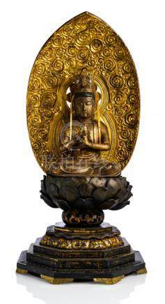 A GILT- AND BLACK-LACQUERED WOOD FIGURE OF DAINICHI BUDDHA, JAPAN, Edo period. Seated in vajrasana o