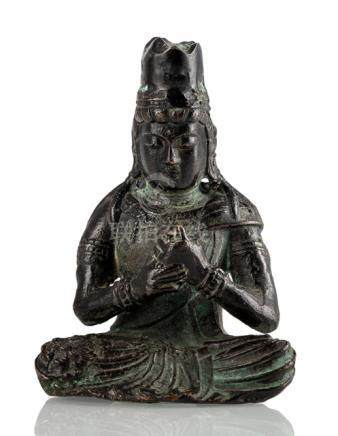 A BRONZE FIGURE OF SEATED KANNON, Japan, Edo period - Property from a South German private collectio