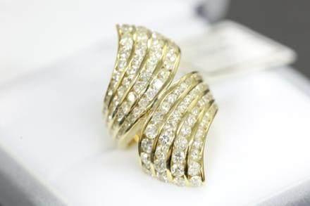 K18鑲鑽花型戒指