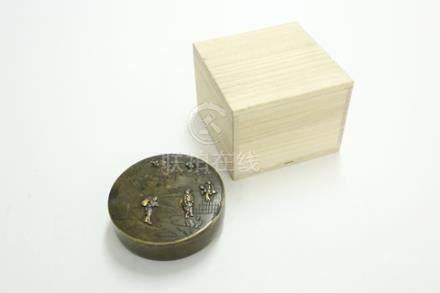 銅鑲嵌人物蓋盒