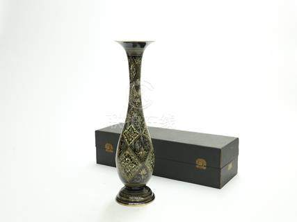銅花卉紋長頸瓶