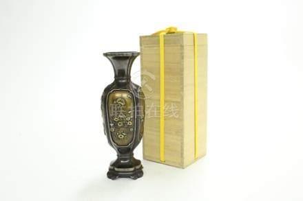 銅花鳥紋小瓶