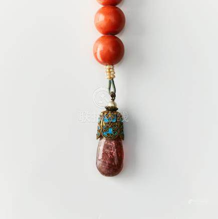 A fine amber-bead and jadeite court necklace (chao zhu)