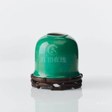 A monochrome green brushwasher