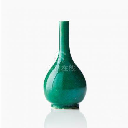 A green crackle glaze bottle vase