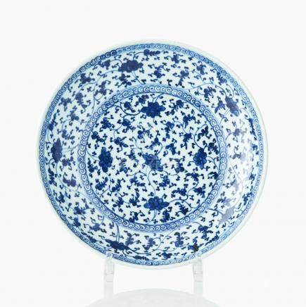 A blue and white peony dish