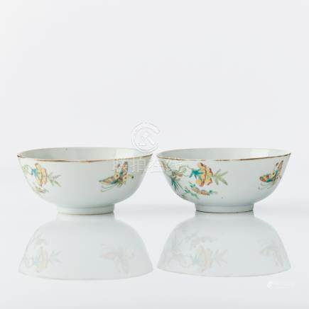 A pair of Chinese bowls