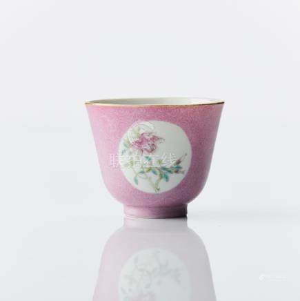 A famille rose medallion cup