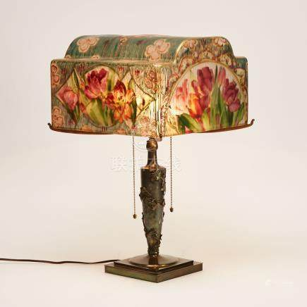 Pairpoint Puffy Tulip Pattern 'Roma' Shade Table Lamp, early 20th century