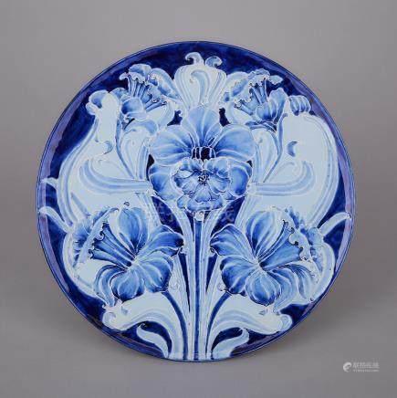 Macintyre Moorcroft Florian Circular Daffodil Plaque, c.1900, diameter 12.8\ — 32.4 cm.
